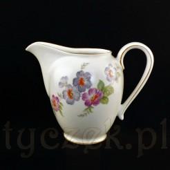 Kremowy mlecznik z żarskiej porcelany marki Sorau