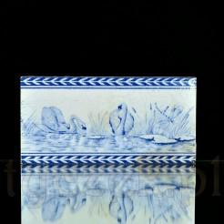 Stylowy kafel z przełomu XIX i XX wieku zdobiony romantycznym motywem łabędzi nad jeziorem CE226-3
