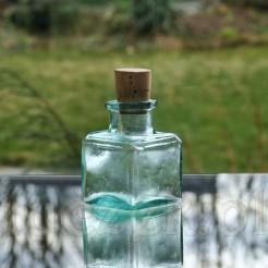 Dawny kałamarz wykonany ze szkła w kolorze niebieskawym