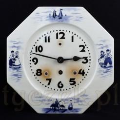 Wyjątkowy zegar zabytkowy do powieszenia w biało niebieskiej kuchni lub jadalni