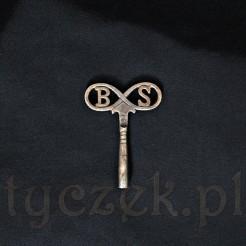Stalowy klucz do zegarków - antyczny wyrób z literami BS