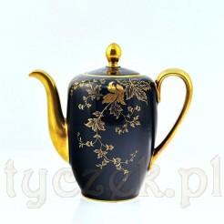 Luksusowy dzbanek ze szlachetnej porcelany z cudnym zdobieniem ze złota