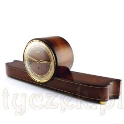 Design okresu 1950-1970 w drewnianym zegarze z mosiężnym werkiem Hermle