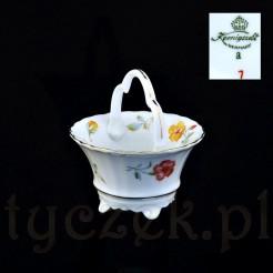 Śląski antyk z białej porcelany w kwiaty