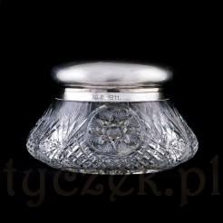 Efektowna bomboniera z pokrywą ze srebra próby 800.