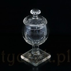 Kryształowy puchar z końca XIX wieku.