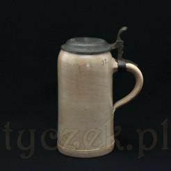 Zabytkowy kufel ceramiczny z cynowym deklem