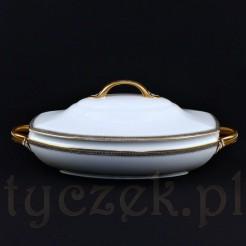 Podłużna waza obiadowa posiada klasyczny fason o nazwie La Fayette