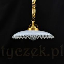 Niepowtarzalna lampa do jadalni ze szklanym abażurem falbankowym