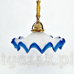 lampa z kloszem z matowego szkła z kanelowaniem