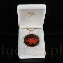 Medalion umieszczono w plastikowym oryginalnym etui.