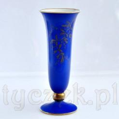 Cenny porcelanowy wazon w formie fletu