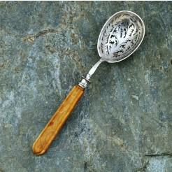 Srebrna łyżka do cukru pudru z połowy XIX wieku