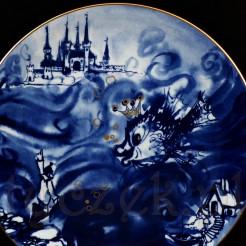 Rybka spełniająca życzenia... ukazana na porcelanowym talerzu