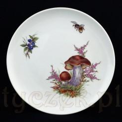 Prawdziwek, pszczoła i jagody -pięknie namalowane na porcelanowym talerzu z Miśni