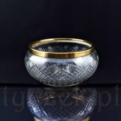 Pulchna misa kryształowa ze szlifem