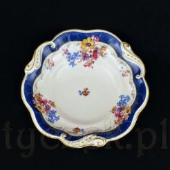 Efektowna misa wykonana została ze szlachetnej porcelany w kolorze ecru