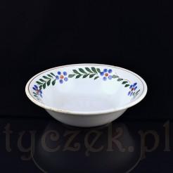 Okazała misa wykonana z ceramiki w kolorze białym