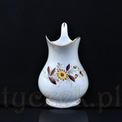 Pękaty mlecznik na brzuścu zdobiony motywem kwiatów