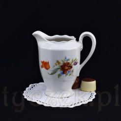 Uroczy mlecznik z wałbrzyskiej porcelany w kolorze śnieżnobiałym