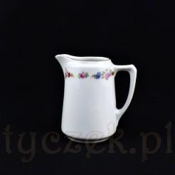 Subtelnie zdobiony motywem kwiatowym mlecznik z białej porcelany