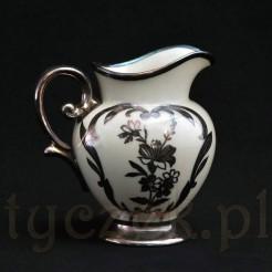 Ekskluzywny eksponat z porcelany Ecru okutej srebrem