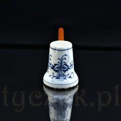 Cebulowy wzór kobaltowy na białej porcelanie zabytkowej