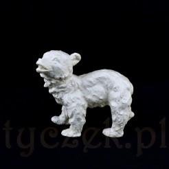 Figurka młodego niedźwiedzia z porcelany kremowej