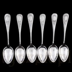 Zestaw sześciu srebrzonych łyżeczek w dużym rozmiarze.
