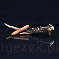 Stylowy obcinacz do cygar oprawiony w prawdziwy róg