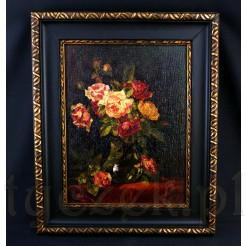 Wspaniały różany bukiet w wazonie.