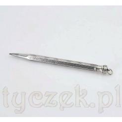 Notesowy ołówek wykonany w całości ze srebra pochodzi z lat ok. 1920-1930