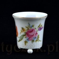 Pojemniczek może pełnić także rolę niewielkiego wazonu lub osłonki na doniczkę
