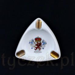 Bawarska popielniczka posiada kształt trójkąta równobocznego z trzeba miejscami na papierosa
