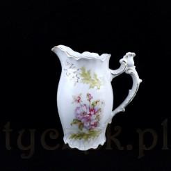 Uroczy mlecznik wykonany ze śnieżnobiałej porcelany