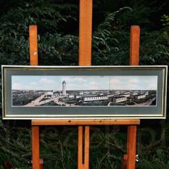 Trójdzielna barwna widokówka rozłożona i tworząca rozległą panoramę dolnośląskiej wsi Świętoszów