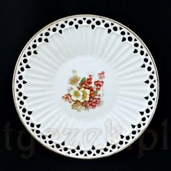 Sporych rozmiarów patera wykonana z niemieckiej ceramiki w kolorze białym
