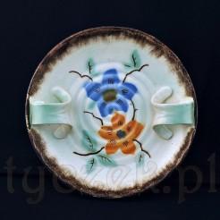 Niebanalna ceramiczna taca z fikuśnymi zakręconymi uszkami