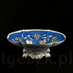 Wytworna porcelanowa patera na dekoracyjnej stopie