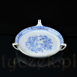 Paterka wykonana z porcelany z dawnych Tułowic ozdobiona orientalnymi dekoracjami w kolorze niebieskim