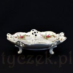 Luksusowa paterka z motywem róży stulistnej na porcelanie Moliere