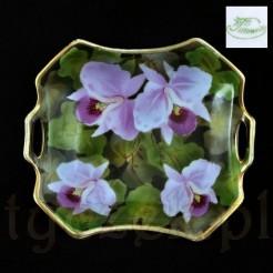 Markowa porcelana śląska zdobiona motywem liliowca