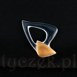 Awangardowa brosza z porcelany projektu Pierre Cardin.