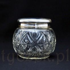 Pękata, szklana herbatnica z pokrywką wykonana z dużą starannością