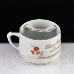 Zabytkowa filiżanka dla wąsacza wykonana ze śląskiej porcelany.