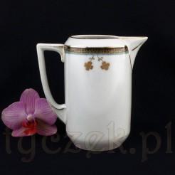 Śliczny mlecznik ze śląskiej porcelany ze złotą koniczynką