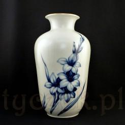 Wysoki wazon porcelanowy w kobaltowe kwiaty