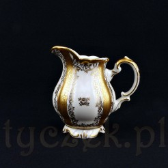 Cudowny mlecznik wykonany został z bawarskiej porcelany w kolorze ecru