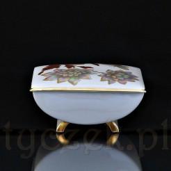 Porcelanowa bomboniera wykonana z białej porcelany