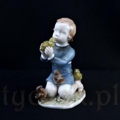Porcelanowa figurka małej dziewczynki